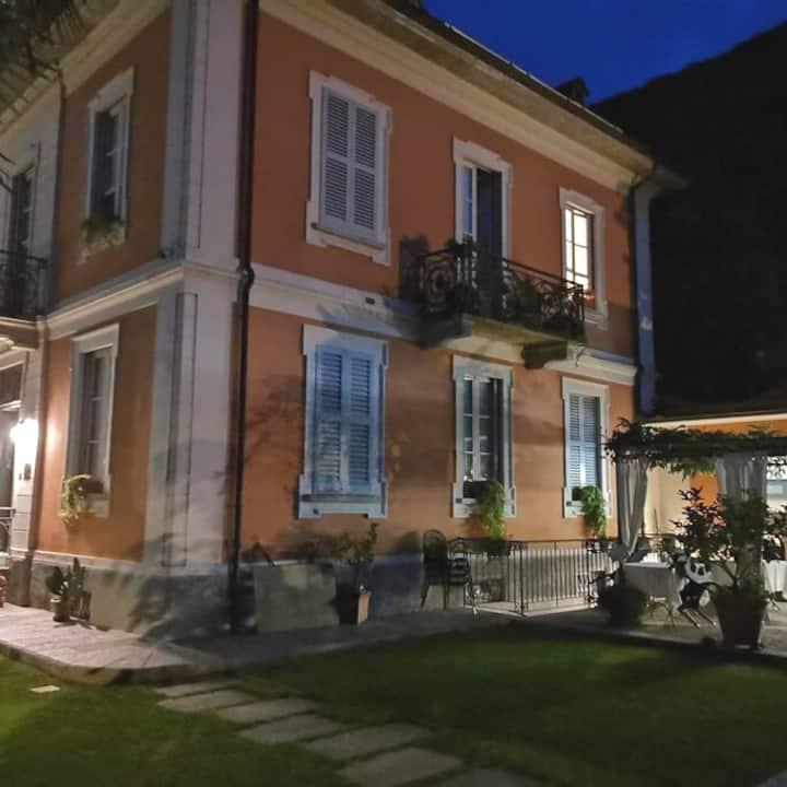 Villa del 1900 immersa nel verde e tranquillità