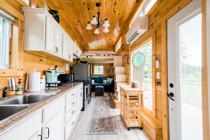 Moonlight Tiny House. Sleeps 1-3