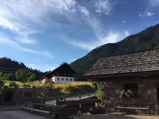 Kärntner Bauernhaus in sonniger Panoramalage