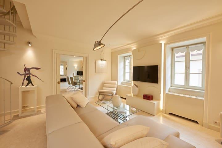 President Mezonet Apartment