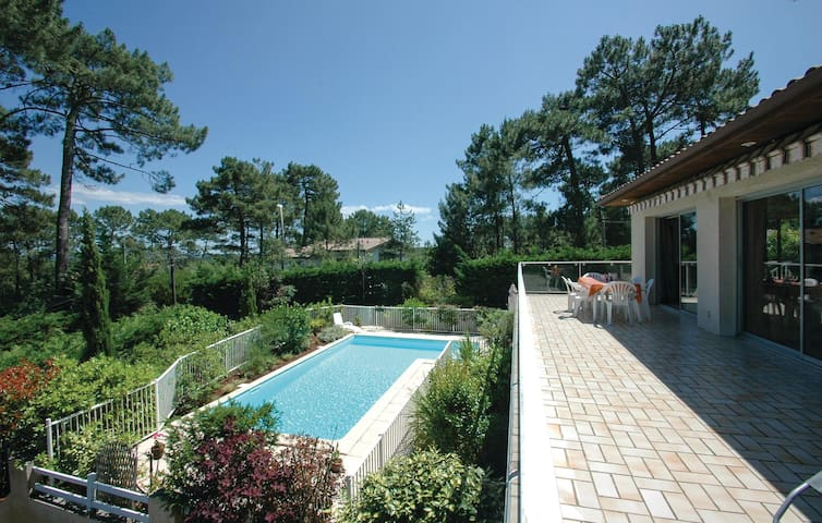 Holiday cottage with 4 bedrooms on 150m² in Lacanau