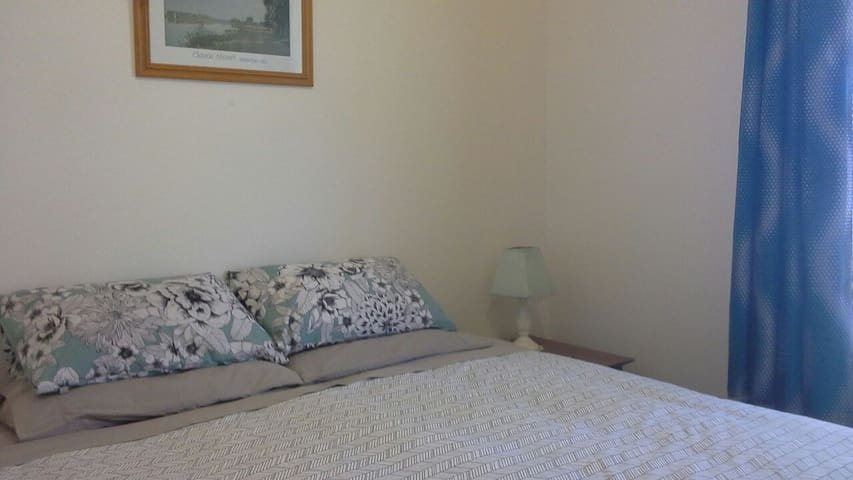 KING SIZED BED in quiet Elmore Vic - Elmore - Penzion (B&B)