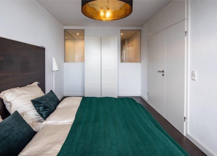 Moderne 2-Zi-Wohnung mit Balkon und Skyline Blick