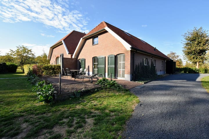 Holiday house with 2 bedrooms, 2 bathrooms, sauna, on the estate in the Achterhoek