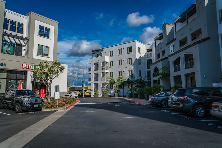 2BR Modern Suite Near SeaWorld with FREE Parking