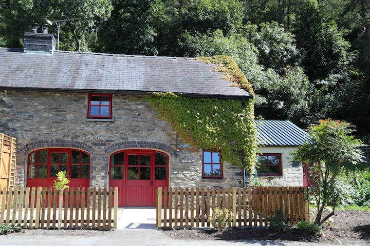 Ty Cerbyd - a lovely former Carriage House