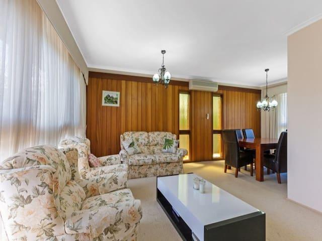C Deakin, Burwood Highway, Glen Waverley, Box Hill - Vermont South - Huis