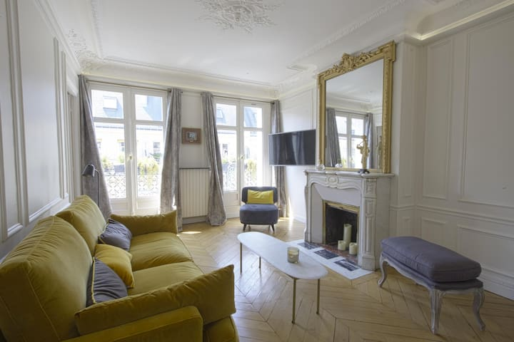 Amazing apartment in Le Marais with balcony !!!