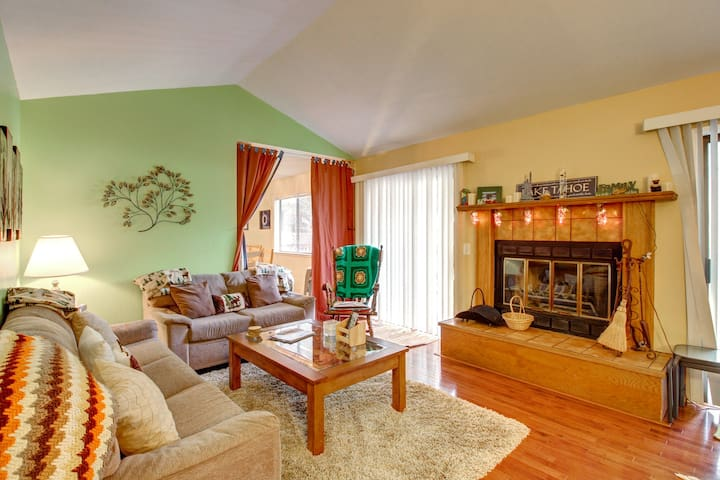 Family-friendly retreat close to skiing and Lake Tahoe! Walk to town!