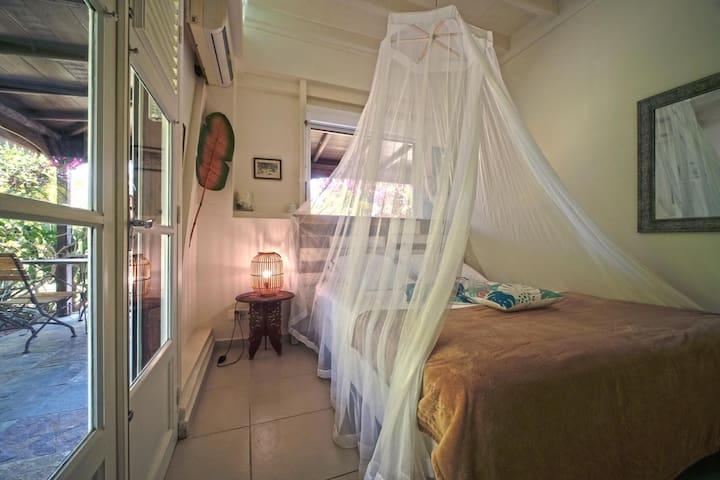 La deuxième master bedroom, plus petite mais tout aussi cosy!
