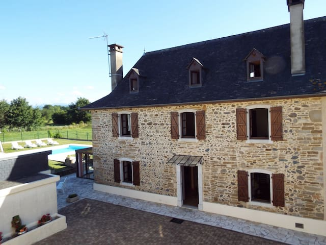 Spacieuse maison de campagne   pleine de charme