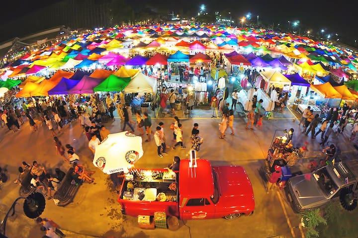Night Market to 2min, Family Friendly Big House!