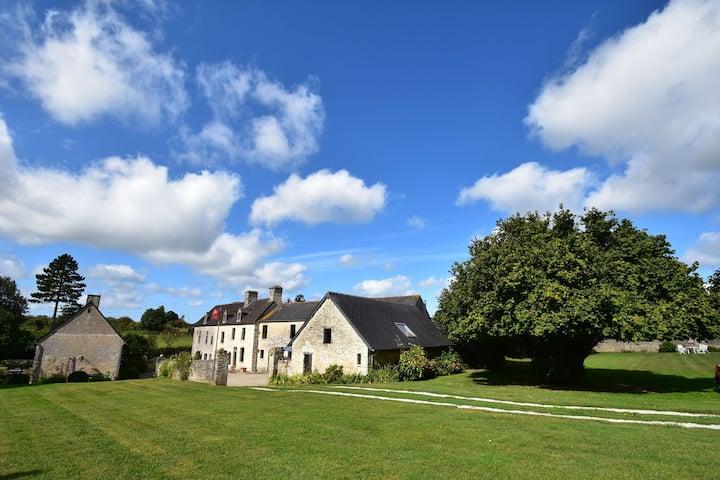 Maison moderne à Yvetot-Bocage avec terrasse privée