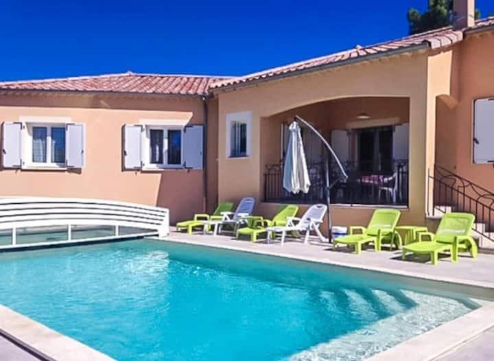 Villa pour 15 avec piscine couverte et 2500m2