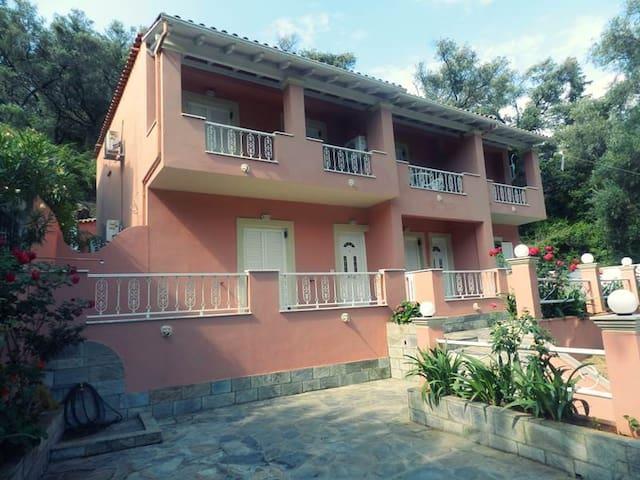 Villa Anthi Agios Gordios 2 Rooms 4 Bed+kitchen