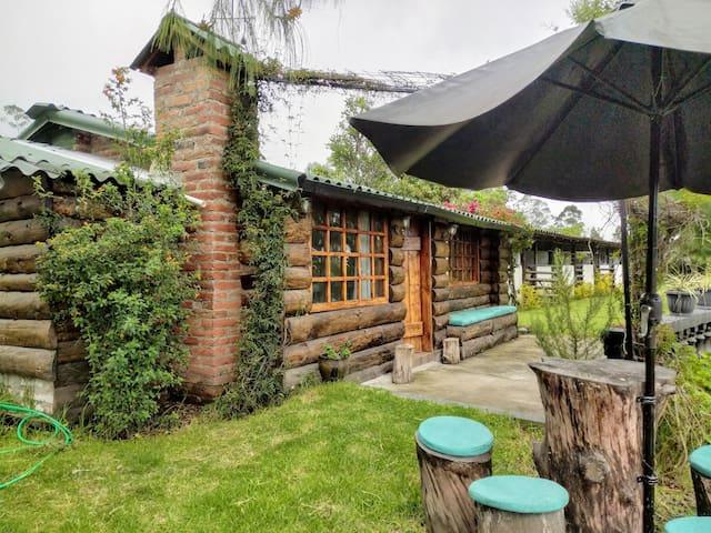 Los Pinos Imbabura: Log Cabin