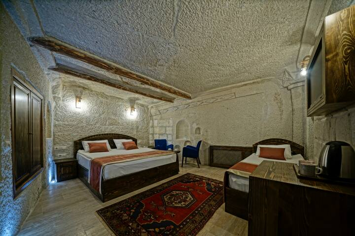 Triple Cave Room - Castle Cave Hotel