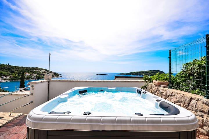 Sefront,pool & jacuzzi villa (6+2)
