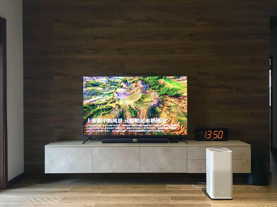 这是客厅的电视 内有小米和乐视两种电视资源 也购买了会员。