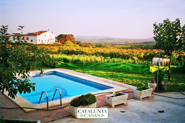 Masia in Pla del Penedès for up to 10 people, in the gorgeous Catalan countryside! - Barcelona Interior - Willa