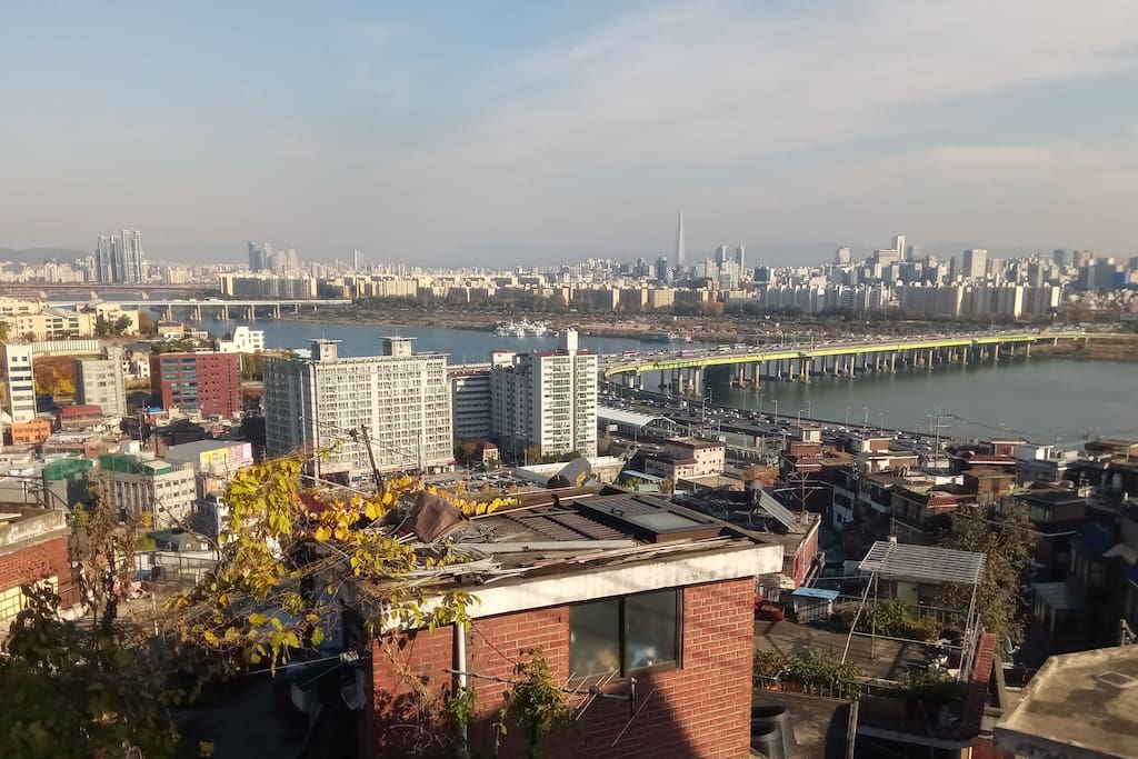 view from apartment- Han River, Gangnam, Korea's tallest building