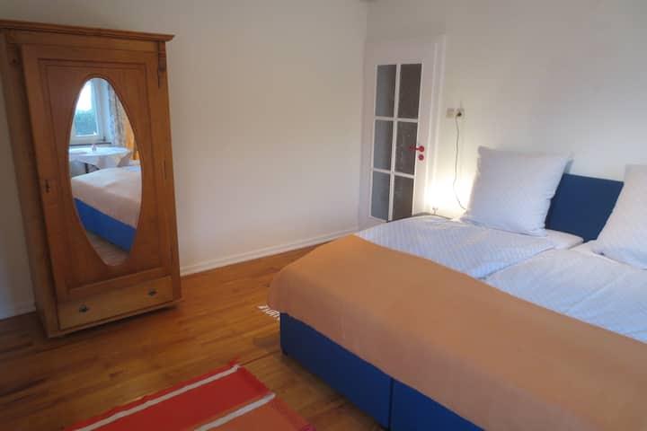 Große helle Zimmer in Ensdorf.