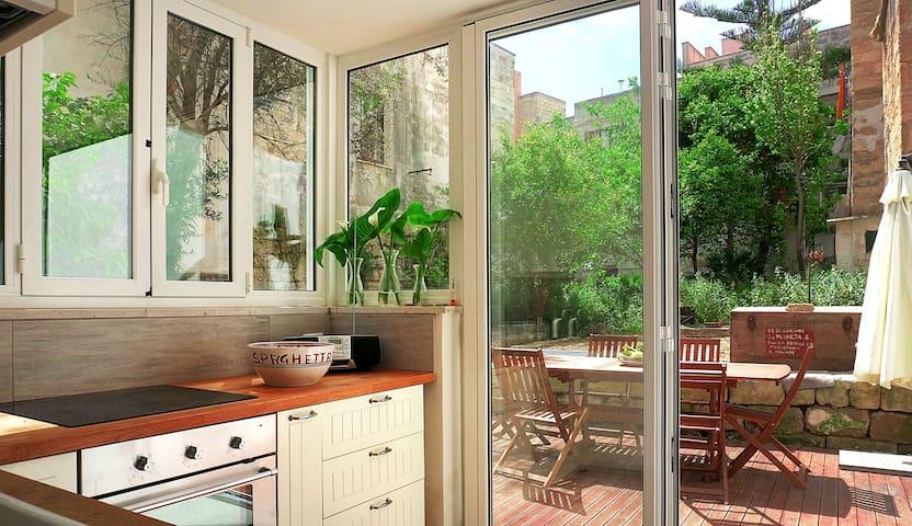 Centralissima con giardino - Favignana - Huis