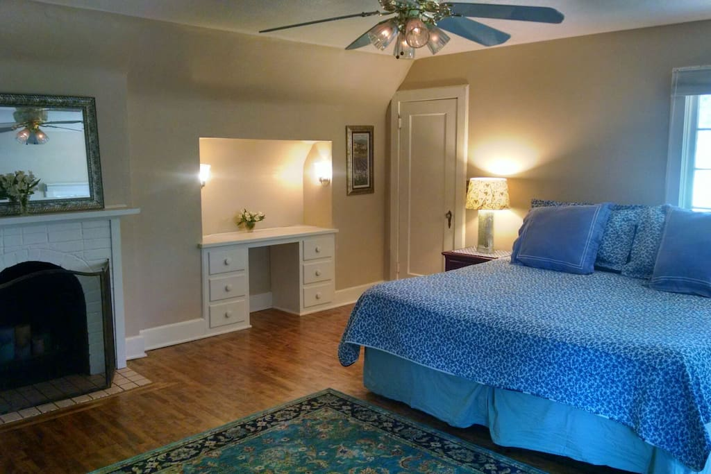 Enjoy a king size bed and fireplace.