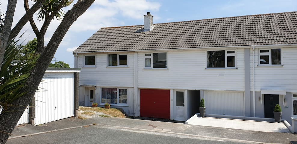 *New Listing* Entire 2 Bed Flat. Explore Cornwall!
