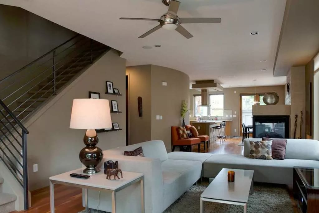 Comfortable contemporary 3 Bdrm 3.5 Bath home in the Lower Highlands (LoHi).