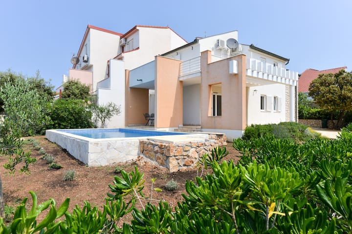 Entire home (private pool) in Mandre - Villa Marko
