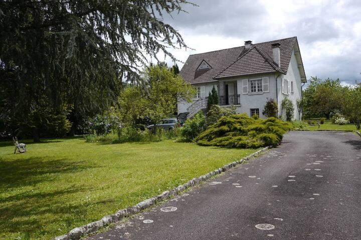 Charmante maison dans parc arboré de 2500m2 - Argentat - Huis