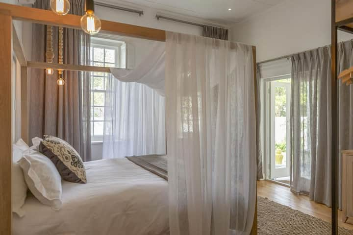 Superior Honeymoon Suite at Monte Vista Montagu