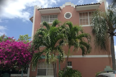 Fabulous townhouse steps from beach - Lauderdale-by-the-Sea