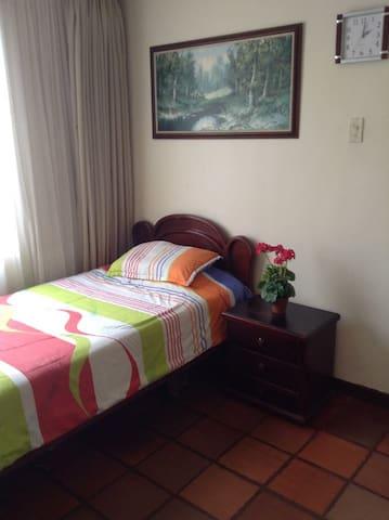 Tu familia en el hotelmama - Armênia - Casa