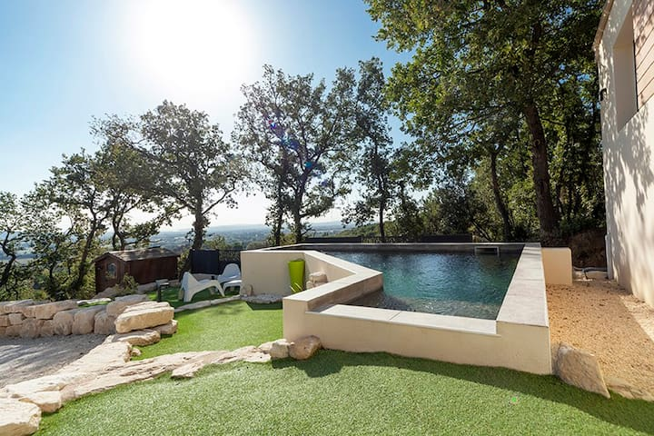 Villa 3ch piscine chauffée pétanque salle de sport