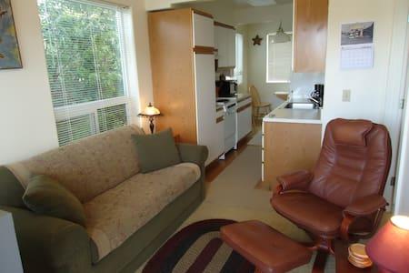 Wakonda Suite Bedroom Kitchen Suite W/Beach Access - Waldport - 公寓