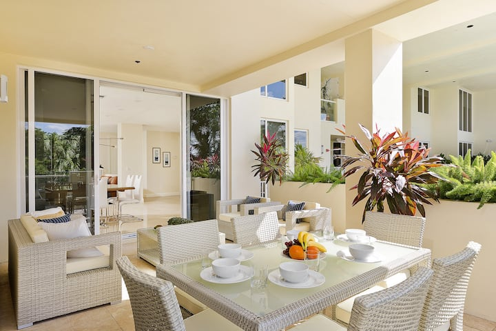 2 Blocks from Beach, Patio level access to pool