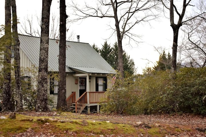Enjoy Nature &Sunsets at this Spacious Helen Cabin