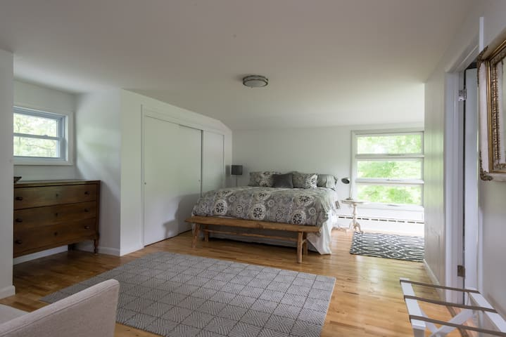 Privacy, convenience and beauty on Catskill Creek