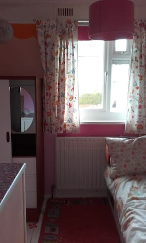 single room in friendly enviroment - Brighton - Hus