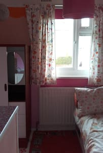 single room in friendly enviroment - Brighton - Casa
