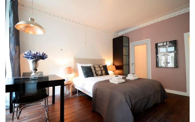 Compact Studio located in le Marais