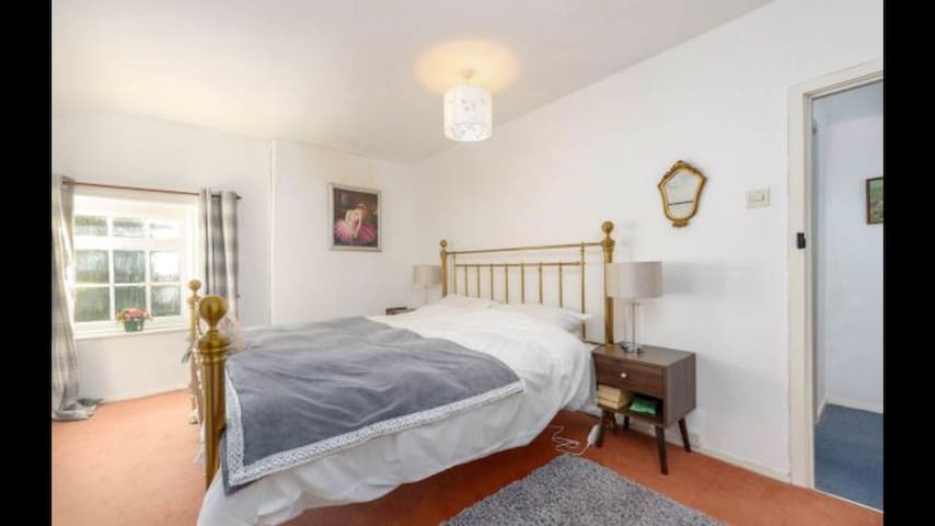 Master bedroom. Super kingsize bed