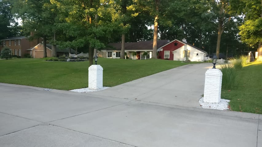 These pillars mark the driveway you'll be parking in. We are at the top of the hill on the left side of the road.