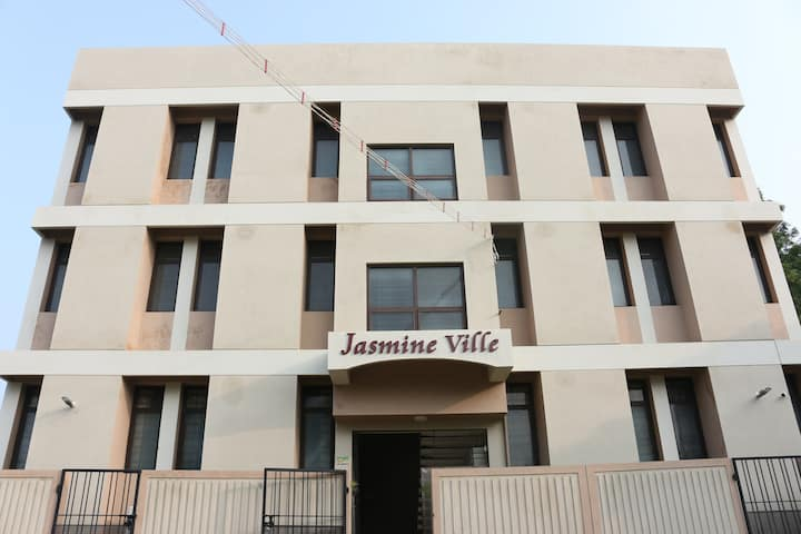 3BHK - Fully Furnished AC service Apartment