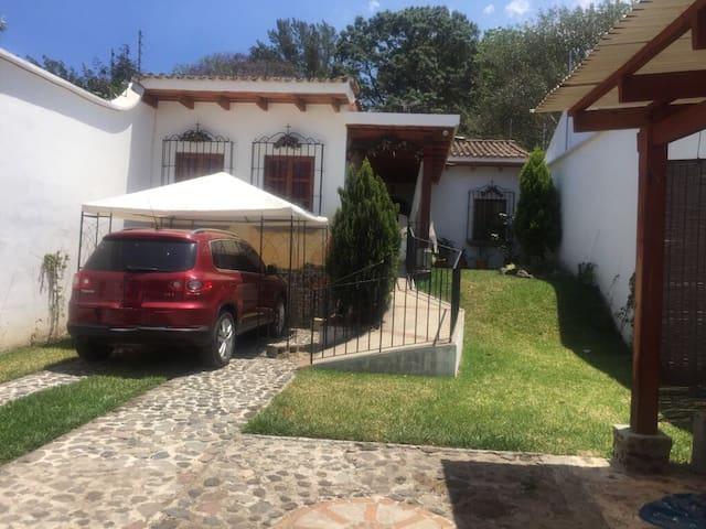 Charming Home Steps from Antigua - San Pedro Las Huertas - Hus