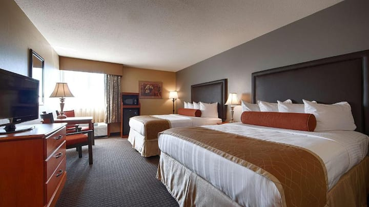 Contiguous Room Two Double Beds Non Smoking At St. Charles