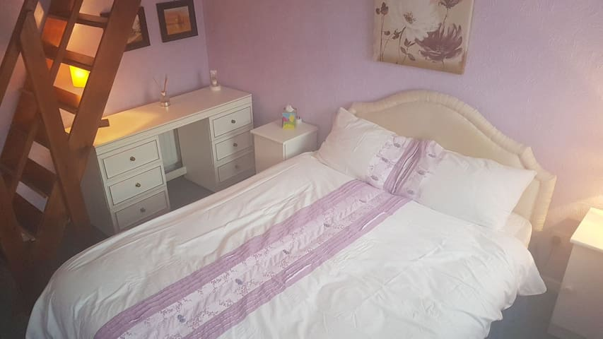 1 Double room CLOSE TO ESSEX UNI with Breakfast
