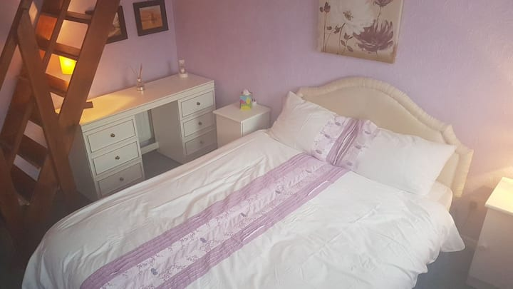 Double room(nr. Essex Uni) with Breakfast. UK only